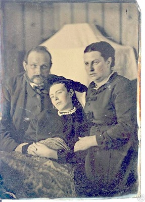Victorian memento mori: parents with their dead daughter