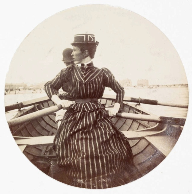 Woman rowing a boat in 1890. (Photo: National Media Museum)