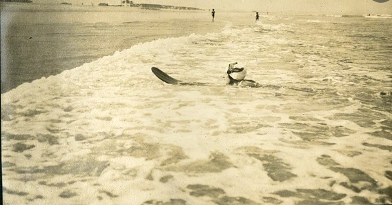 Agatha Christie surfing. (Photo: Agatha Christie Ltd)